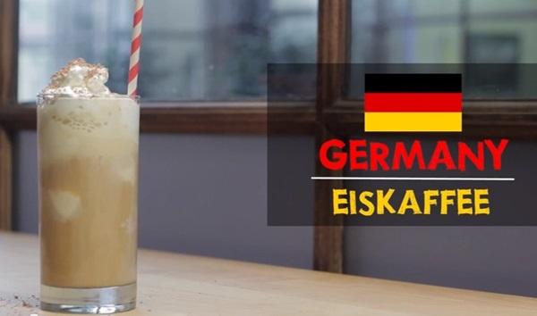 Cà phê eiskaffee hấp dẫn bởi vị beo béo của kem lạnh lơ lửng ở giữa và kem bông tuyết trên cùng.