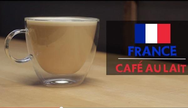 Cà phê Aulait của Pháp ngọt ngào với thành phần chính dường như là sữa chứ không phải cà phê khi sữa chiếm đến 2/3 ly.